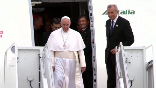 Video «Papst Franziskus landet in Washington» abspielen