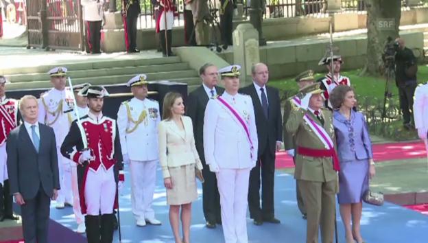 Video «Juan Carlos verabschiedet sich von der Armee (unkommentiert)» abspielen
