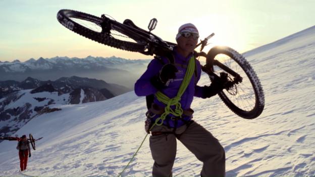 Video «Challenge am 4000er: Bergsteigen mit dem Bike» abspielen