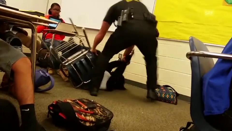 Brutale Festnahme der Schülerin