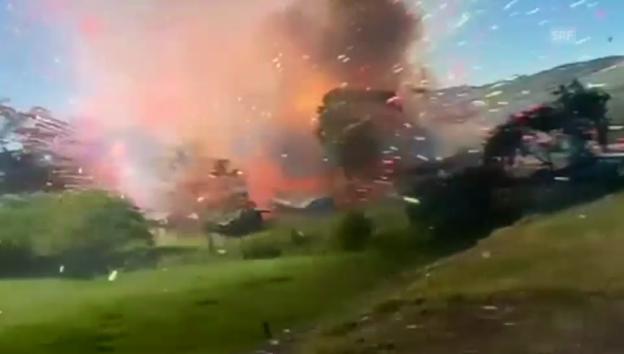 Video «Hier explodiert eine Feuerwerk-Fabrik» abspielen
