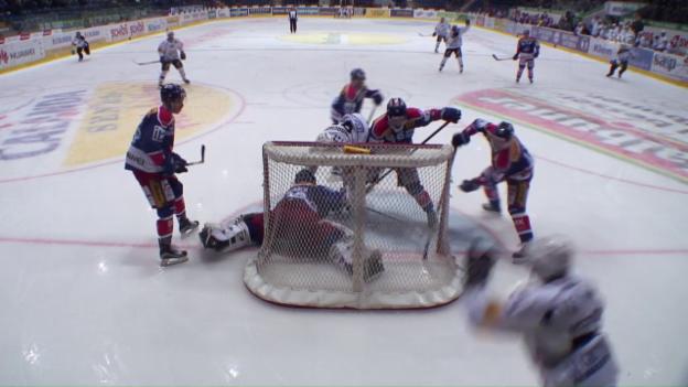 Video «Platzierungsrunde: Siege für Freiburg und die SCL Tigers» abspielen