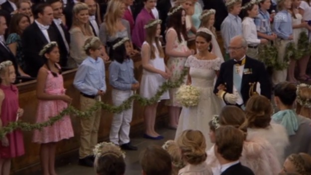 Video «Prinzessin Madeleine läuft in die Kirche ein» abspielen