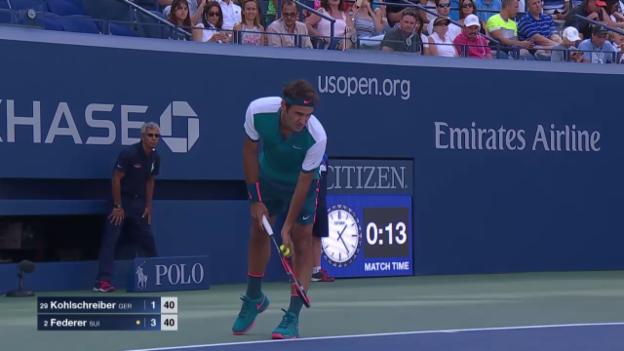 Video «Tennis: US Open, Federer-Kohlschreiber, spektakulärer Punkt im ersten Satz» abspielen