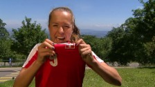 Link öffnet eine Lightbox. Video Fussball-Nationalspielerin Lia Wälti im Porträt abspielen