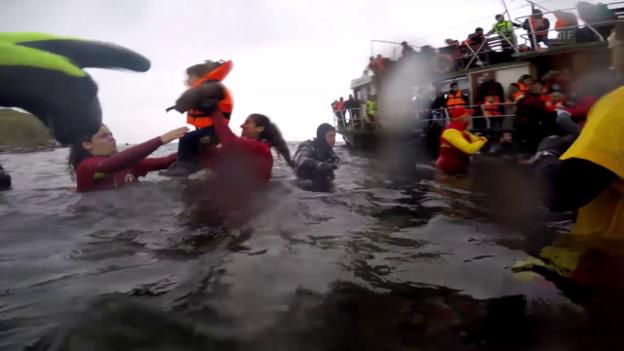 Video «Flüchtlinge erreichen Lesbos (Januar 2016)» abspielen