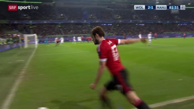 Video «Fussball: Champions League, 6. Spieltag, Gruppe B, Wolfsburg - Manchester United, das Eigentor von Guilavogui zum 2:2» abspielen