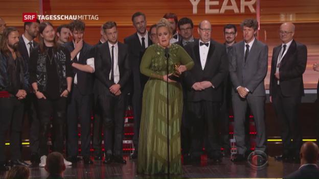 Video «Fünf Trophäen für Adele» abspielen