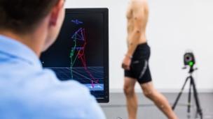 Video «Hightech-Leggings – Zukunftshoffnung für Gehbehinderte» abspielen