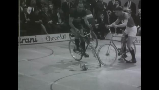 Video «Radballtournier - Olma 1964 (Schweizer Filmwochenschau)» abspielen