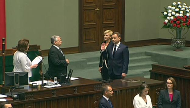 Video «Vereidigung von Andrzej Duda (unkommentiert)» abspielen