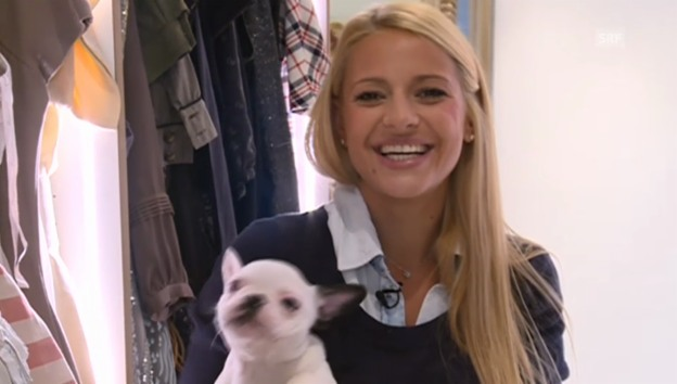 Video «Christa Rigozzi mit Hundebaby im Arm» abspielen
