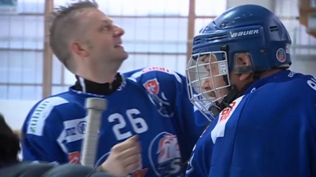 Video «Sport-Moderator Salzgeber als Hockey-Spieler» abspielen