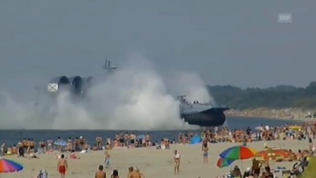 Video «Kampfschiff landet am Strand (ohne Kommentar)» abspielen