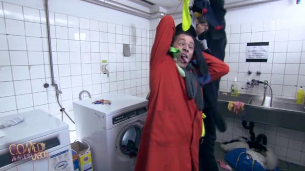 Video «Waschmaschinen die Socken fressen? Lapsus versuchen zu helfen» abspielen