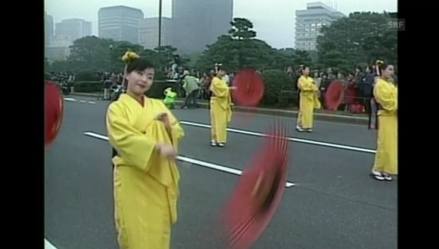 Video «Feierlichkeiten zum 10-Jahr-Thronjubiläum von Kaiser Akihito» abspielen