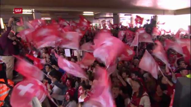 Video «Eishockeyparty nach Heimkehr der Schweizer WM-Helden» abspielen