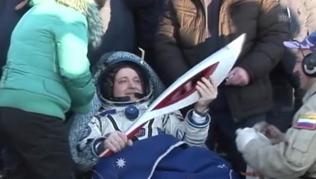 Video «Olympia-Fackel wieder auf der Erde» abspielen