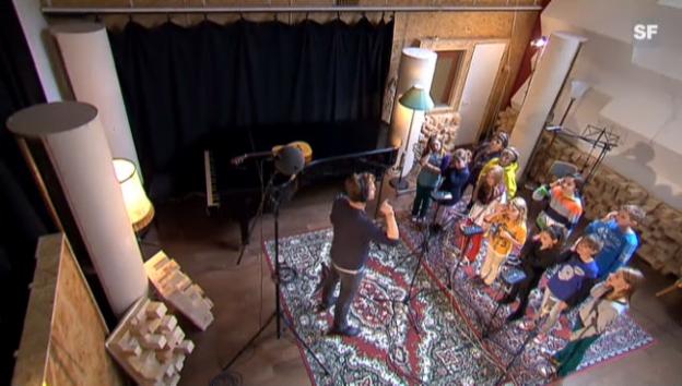 Video «Singen gegen die Wasserknappheit: Gustav und sein Kinderchor.» abspielen