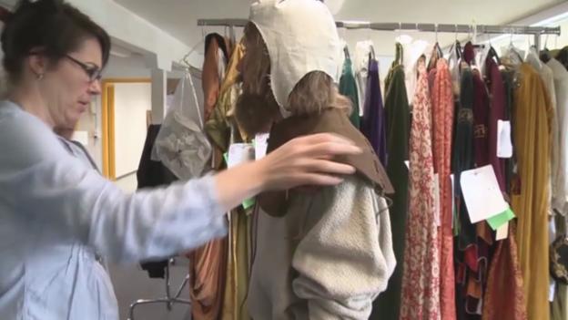 Video «Aufwändige Kostümierung» abspielen