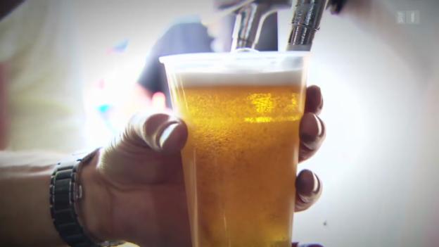 Video «Bier zum Fussball: Geht's auch alkoholfrei?» abspielen