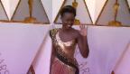 Video «Oscars Teppich: Die auffälligsten Roben» abspielen