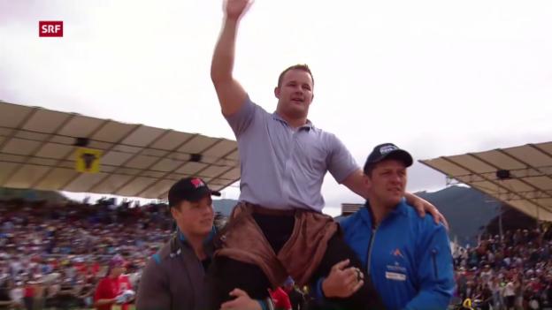 Video «Schuler siegt am Innerschweizer Schwingfest» abspielen