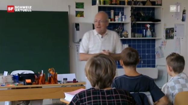 Video «Pensionierte Lehrer helfen gegen Lehrermangel» abspielen