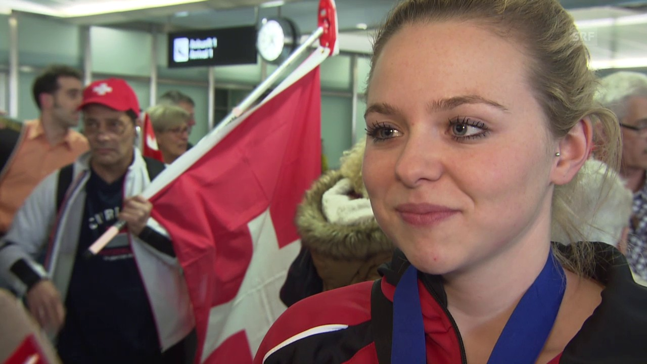 Curling: Interview mit Alina Pätz bei der Ankunft in Zürich