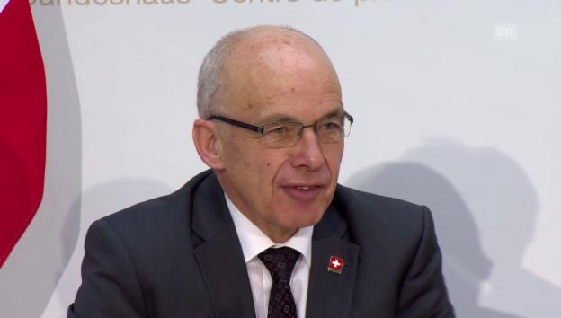 Video «Medienkonferenz mit Finanzminister Ueli Maurer» abspielen
