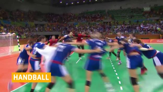 Video «Russlands Handballerinnen bejubeln Gold» abspielen