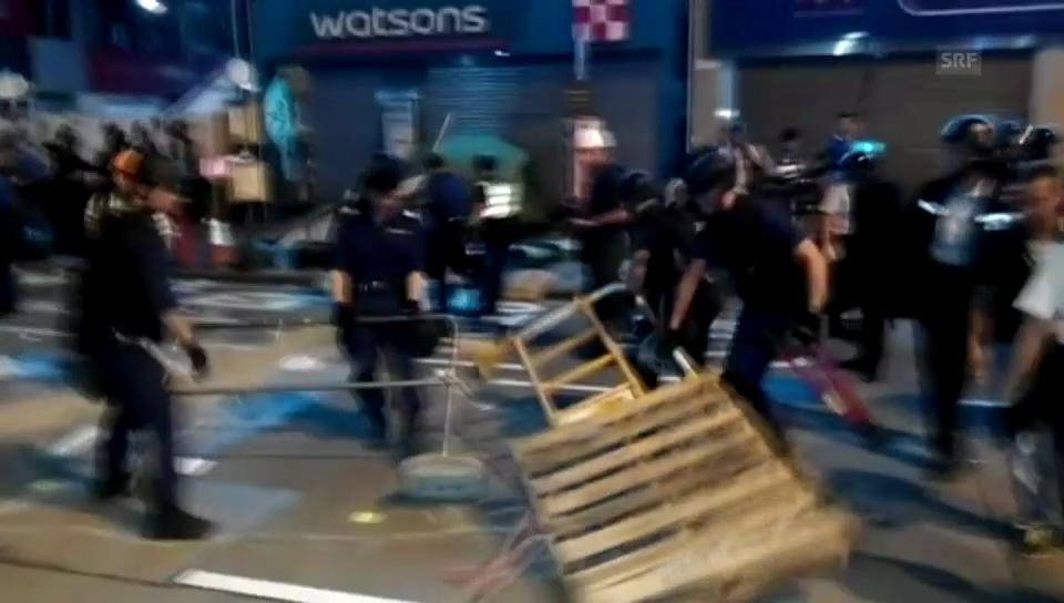 Die Polizei räumt in Hongkong ein Protestlager (unkommentiert)