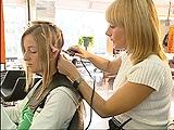 Video «13.04.04: Haarverlängerung: Der Traum von der wilden Mähne» abspielen