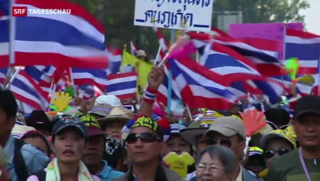 Video «Zehntausende fordern Rücktritt von Thailands Regierung» abspielen