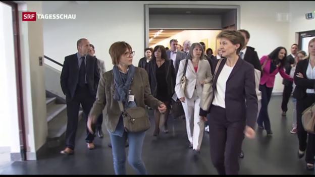 Video «Sommaruga zu Besuch im Bundesasylzentrum» abspielen