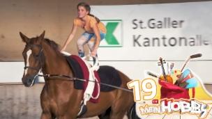 Video «Ramona macht Kunststücke auf dem Pferd Köbi» abspielen