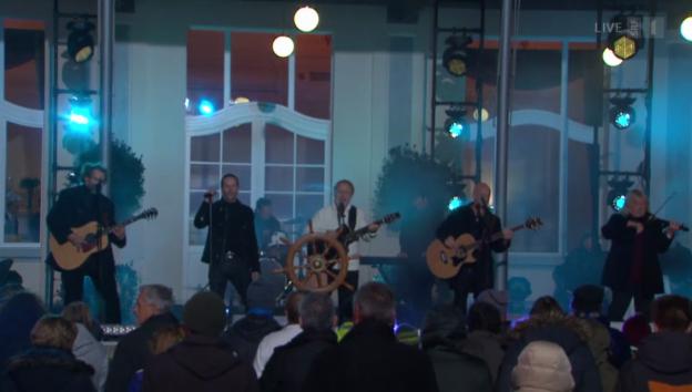 Video «Der Schweizer Mundart-Barde Peter Reber mit Santiano» abspielen