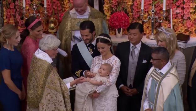 Video «Die Taufe des Baby-Prinzen» abspielen