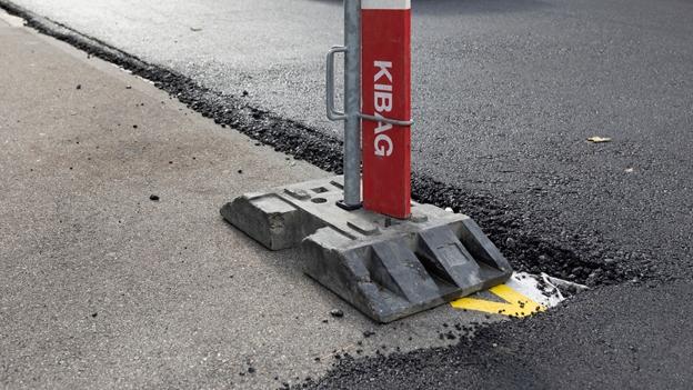 Grossflächige Parkplatzsperrung sorgt für Kopfschütteln