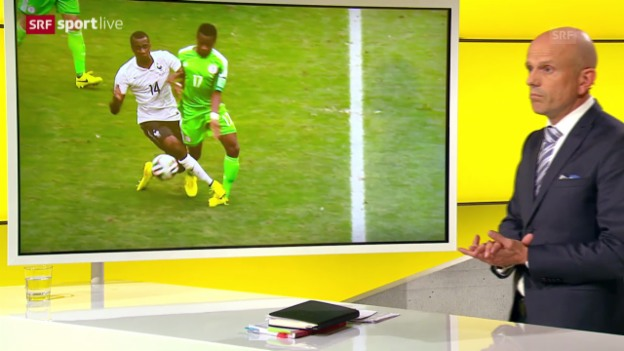 Video «Frankreich - Nigeria: Carlo Bertolini zu Matuidis Foul» abspielen