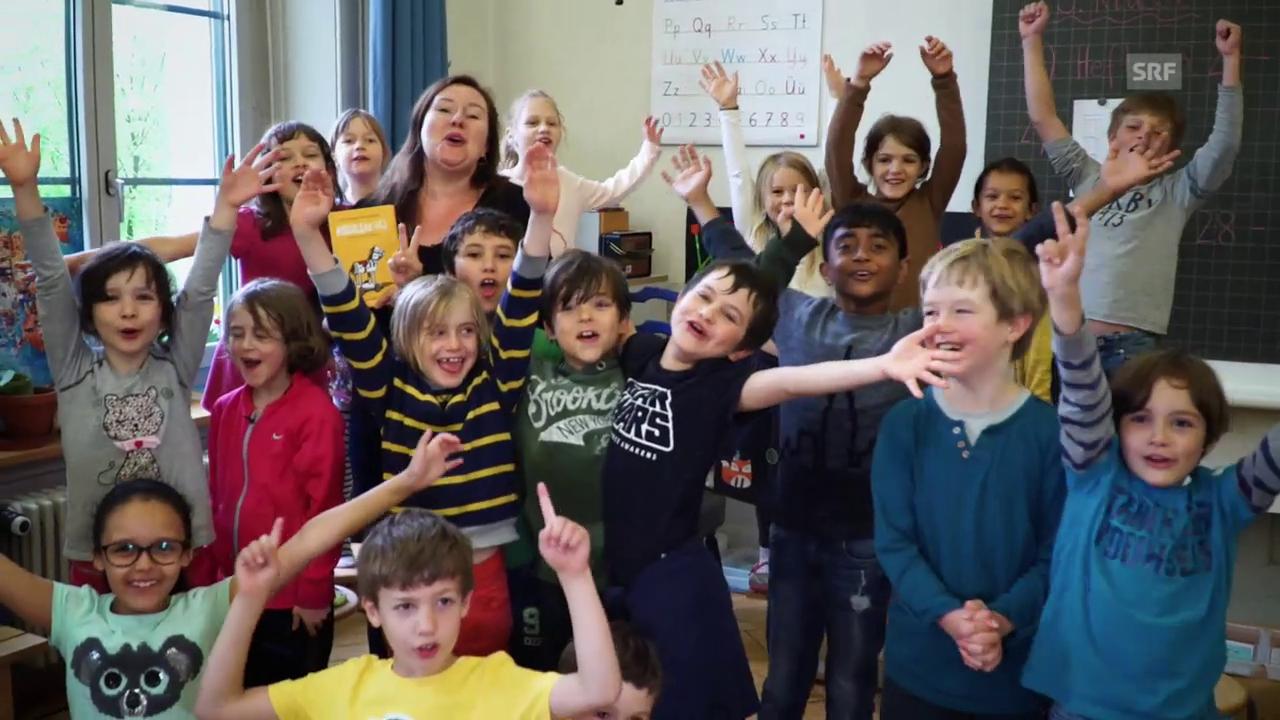 Christina Lang mit «Rössli Hü» auf Schulbesuch
