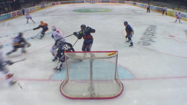 Video «Rundblad erzielt das 2:2 – es wird aber aberkannt» abspielen