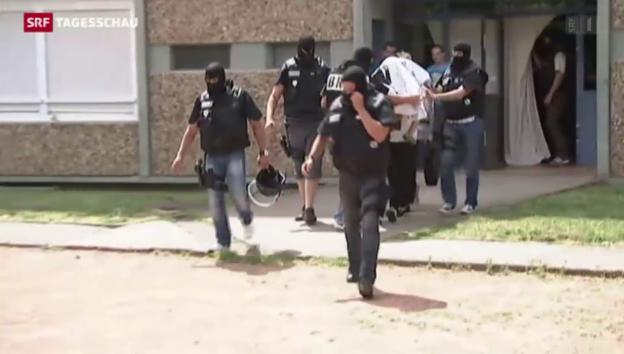 Video «Frankreich: Attentäter verweigert Aussage» abspielen
