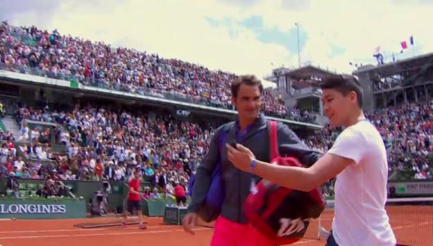 Video «Selfie-Attacke auf Roger Federer» abspielen
