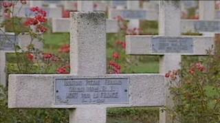 Video «Cultural Phenomena: Funeral (23/29)» abspielen