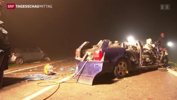 Video «Zwei Tote bei Verkehrsunfall im Aargau» abspielen