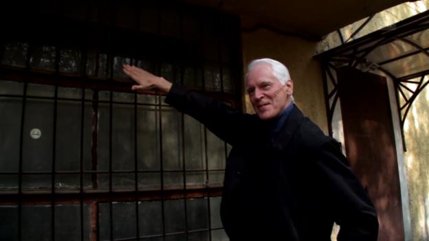 Video «Der Architekt Vsevolod Kulish zu den Fenstern des Kommunenhauses «Narkofin» (aus: Sternstunde Kunst vom 5.10.14)» abspielen