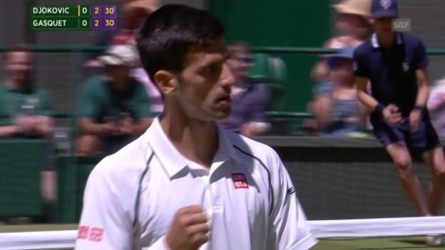 Video «Tennis: Wimbledon, Halbfinal, Djokovic - Gasquet, Netzduell im ersten Satz» abspielen