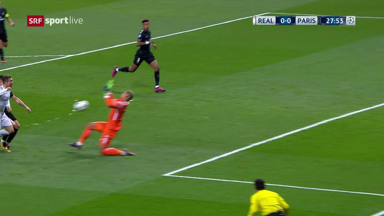 Aréolas Kopfabwehr gegen Ronaldo