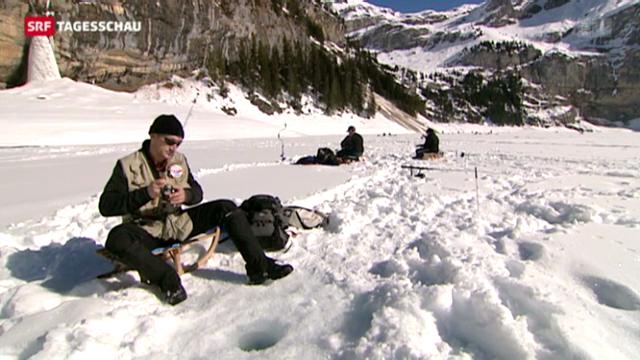 Eisfischen in den Schweizer Bergen